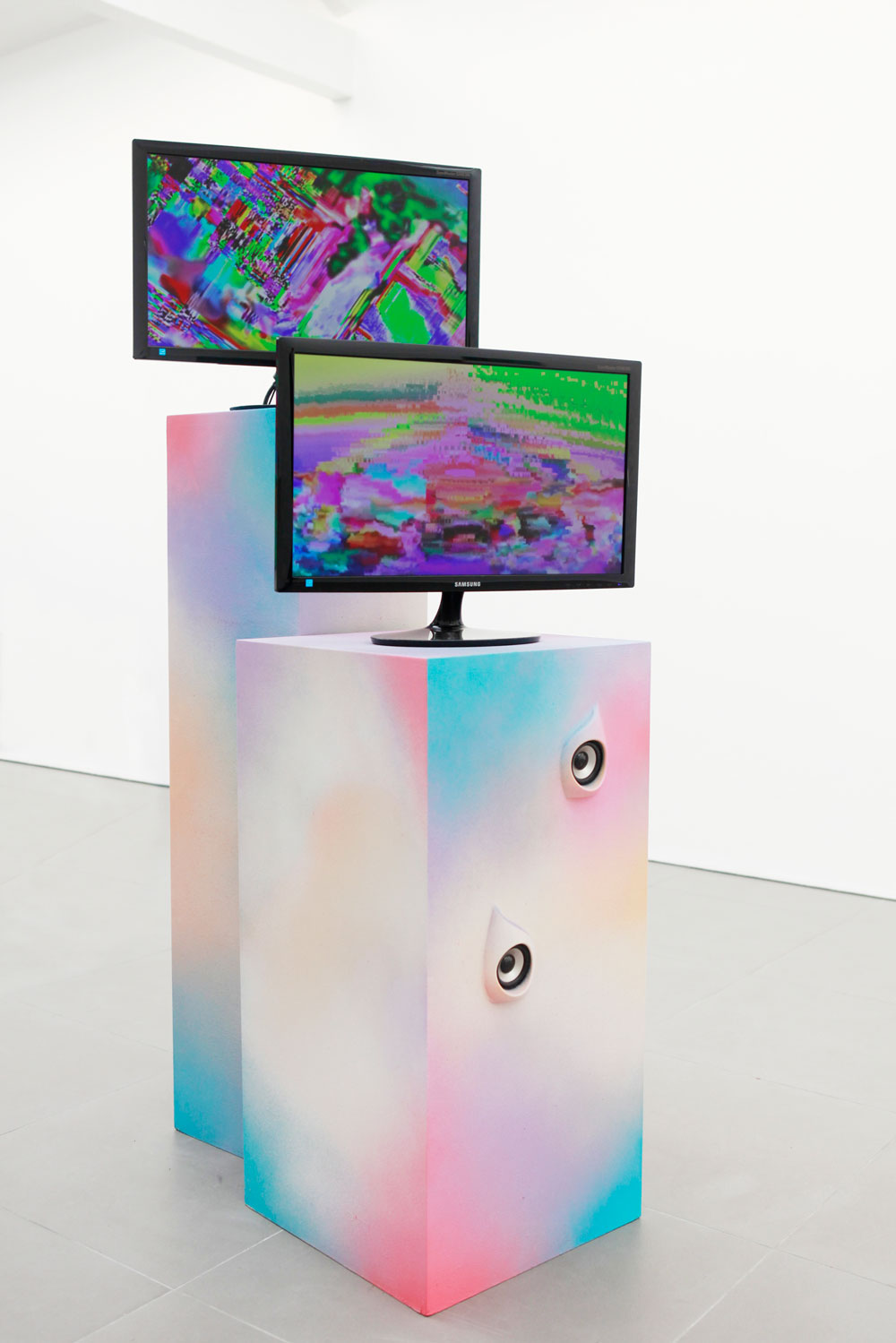 Adham Faramawy, Violet Likes Psychic Honey 2, 2012, Looped video + sculpture.